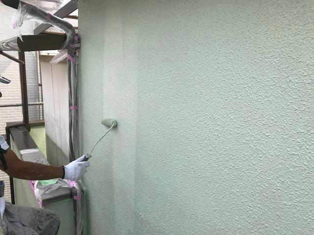 屋根外壁塗装工事 港南区港南 N様邸 外壁塗装 中塗り 上塗り工程