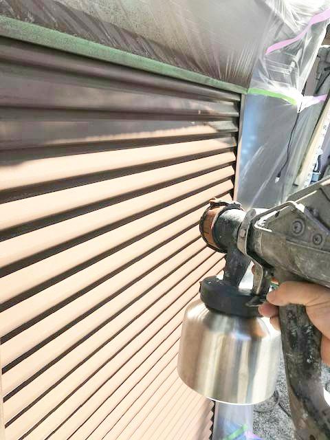 屋根外壁塗装工事 港南区港南 N様邸 付帯部塗装 雨戸、戸袋工程