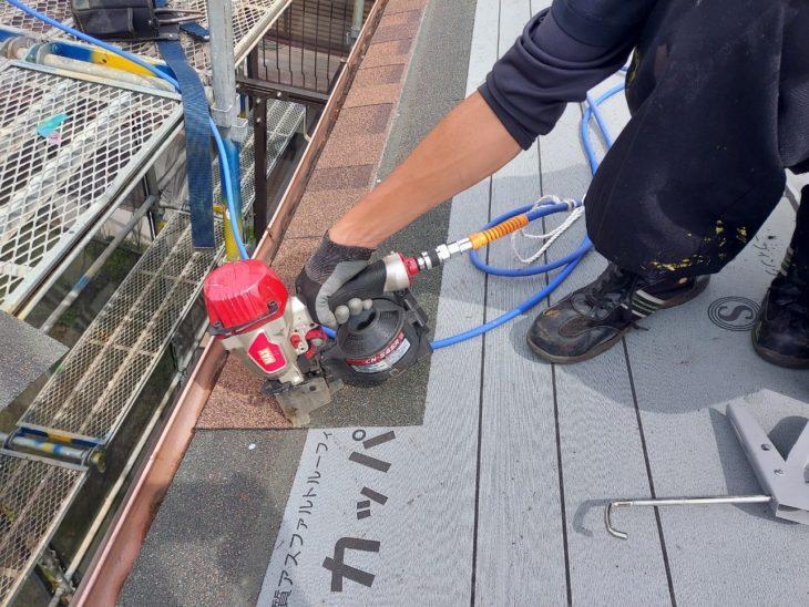 愛甲郡愛川町中津で屋根葺き換え|1階屋根カバー工事本体施工|さむかわ塗装