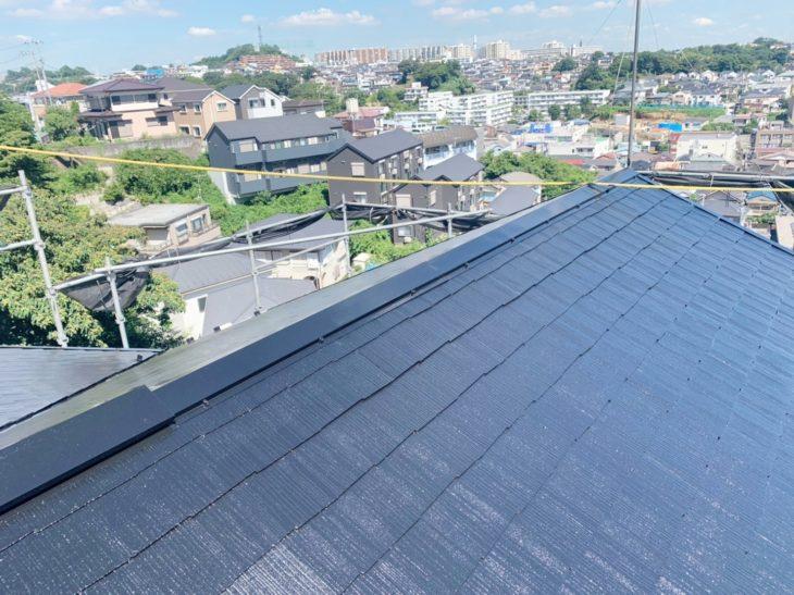 横浜市南区六ツ川で屋根塗装工事上上塗り工程