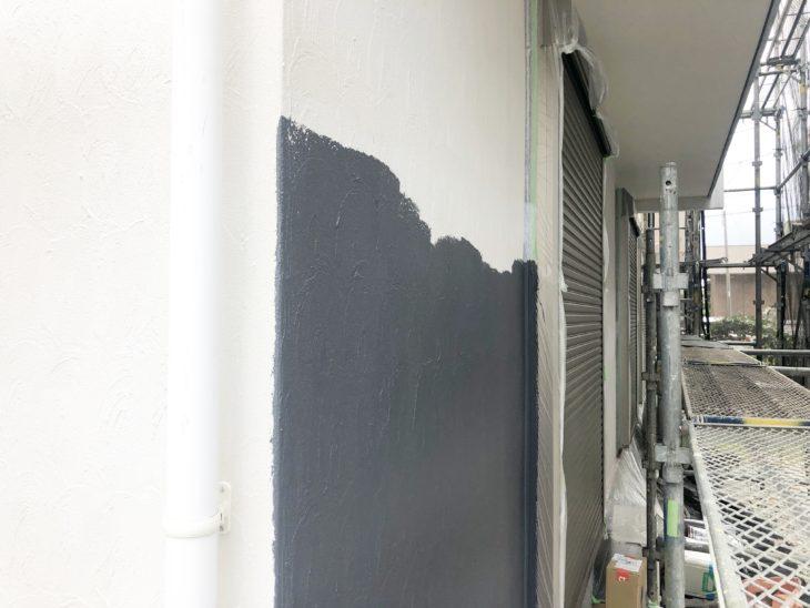 寒川町宮山で屋根外壁塗装工事 外壁中塗り工程